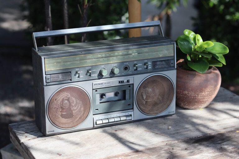 Foto radio bij lokale omroepen