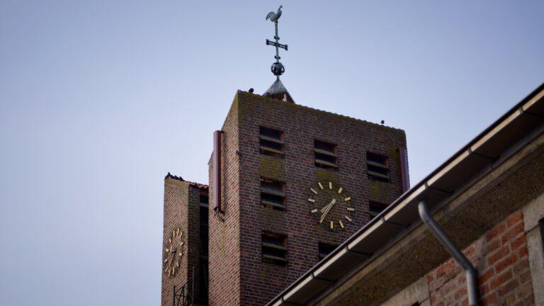 Foto van kerktoren in Dussen