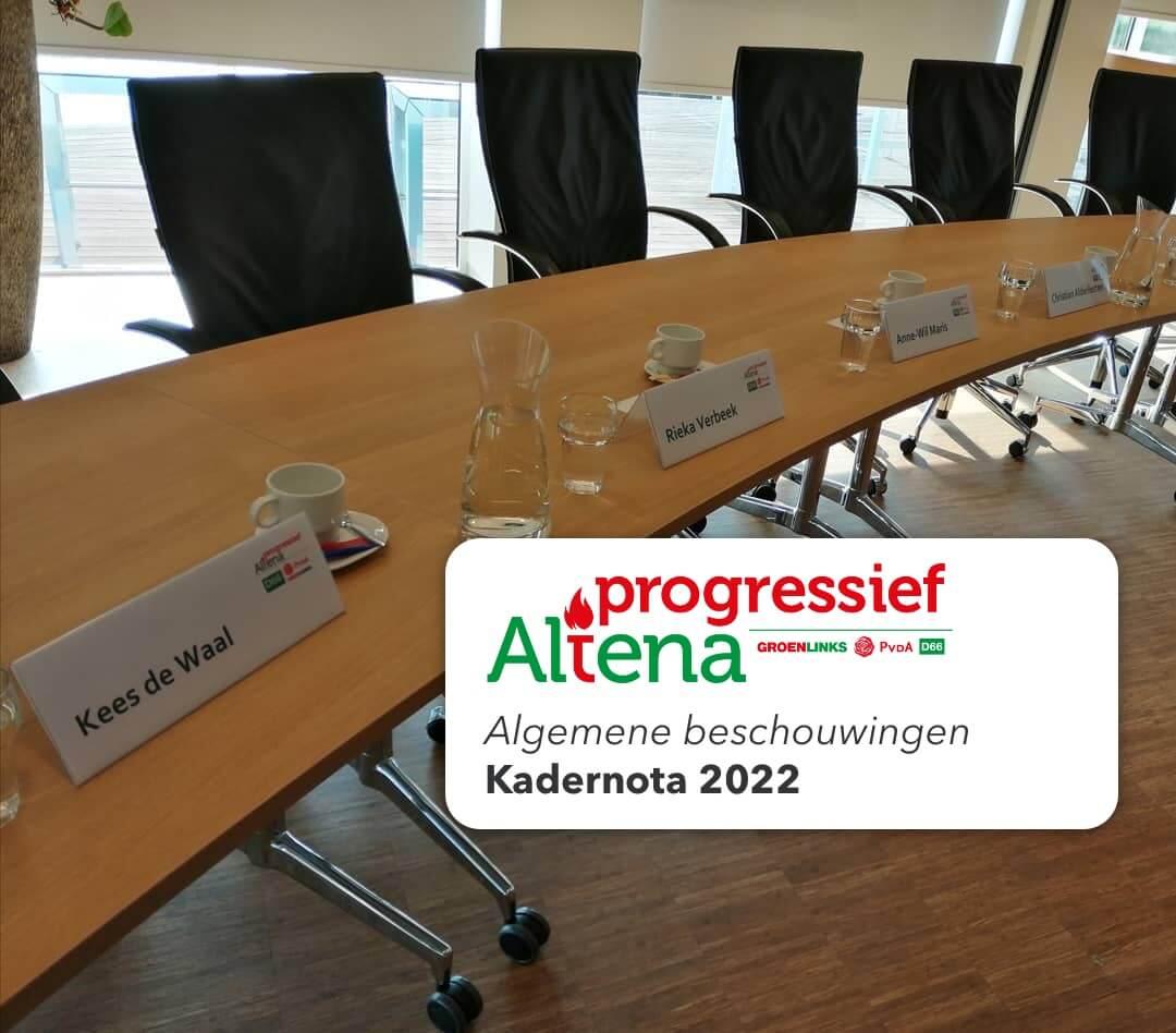 Foto van naambordjes in raadszaal bij Algemene Beschouwingen Solidariteit 2022